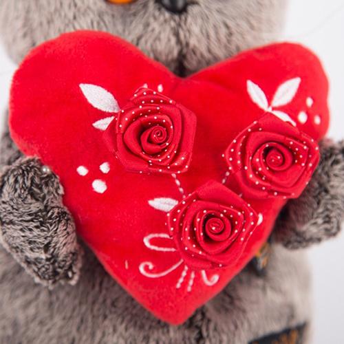 Басик с красным сердечком