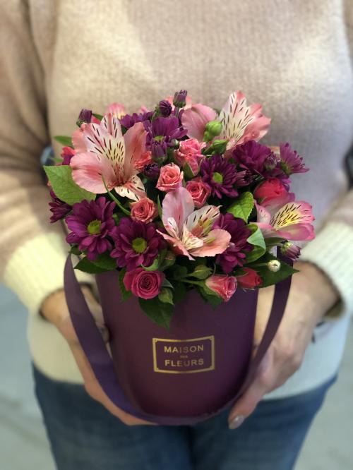 """Шляпная коробка """"Альстромерии, хризантем, роз кустовых."""" №3"""