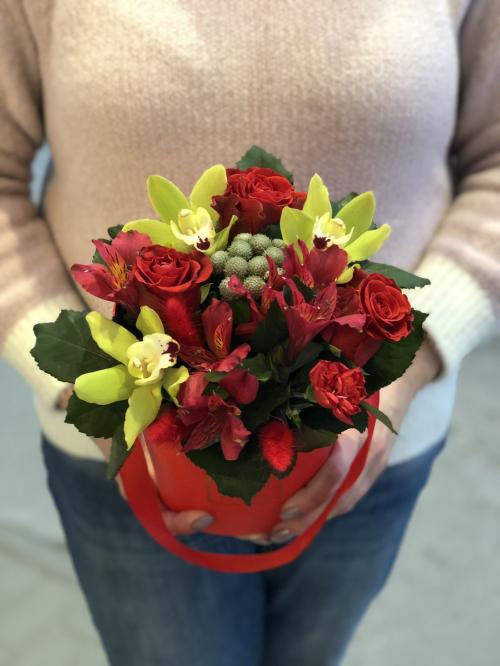 """Шляпная коробка """"Орхидеи , Альстромерий  и  Розы"""" №2"""
