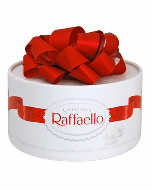 Набор конфет Raffaello с цельным миндальным орехом в кокосовой обсыпке, 200г