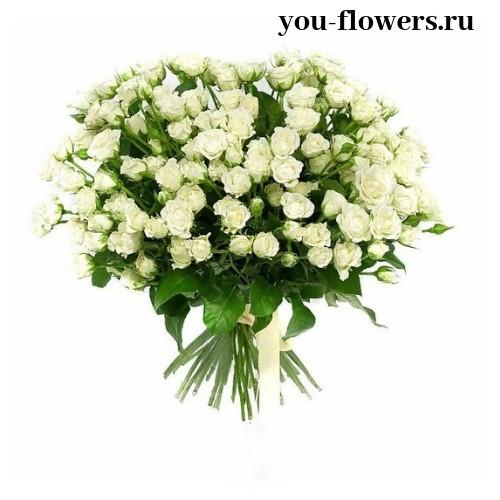 Букет из 15 кустовых белых роз