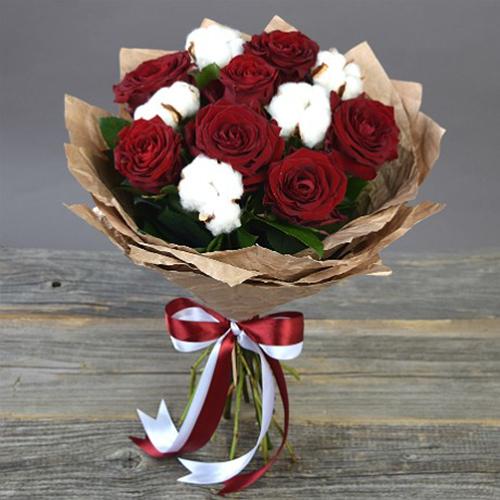 Букет с розами Гран При и хлопком (малый)